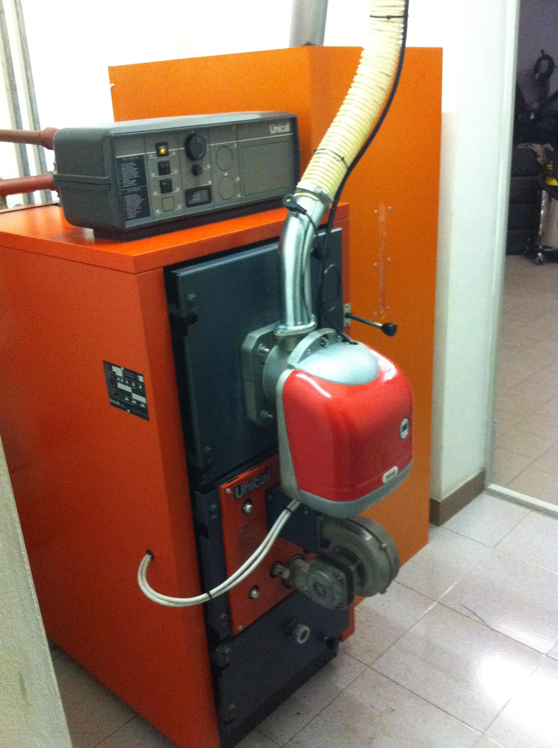 Bruciatore di pellet per conversione caldaie da gasolio a for Caldaie a gas metano usate
